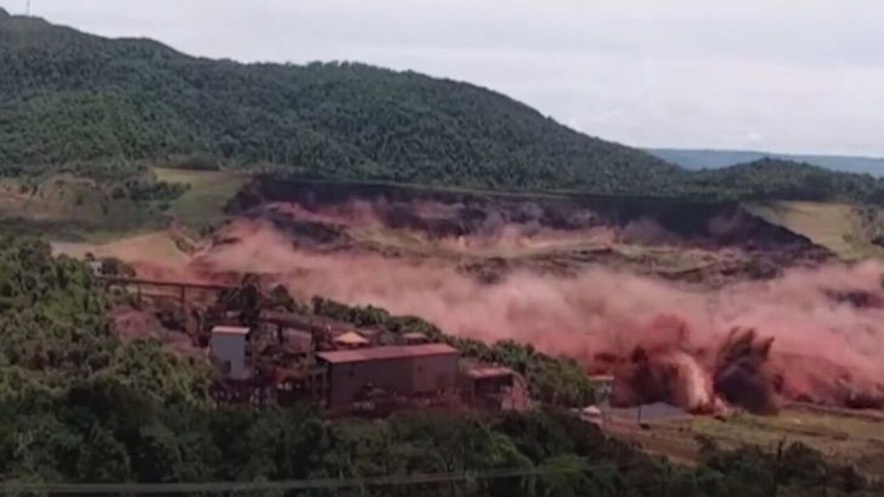 Terrifying Brazil dam collapse caught on camera
