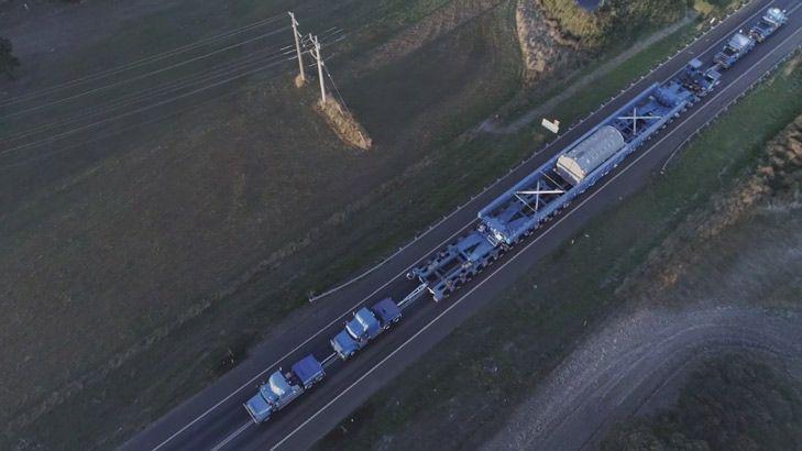 Convoy transports huge generator