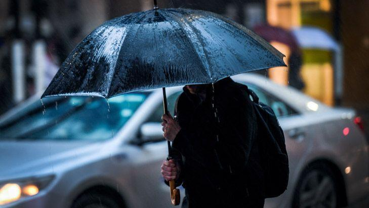 edd3b2d27f43b6 Commuters shiver as Melbourne records coldest morning of year