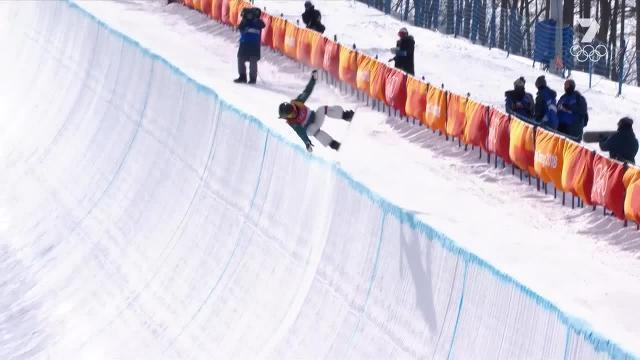 Aussie snowboarder makes her way into the final of the halfpipe event.