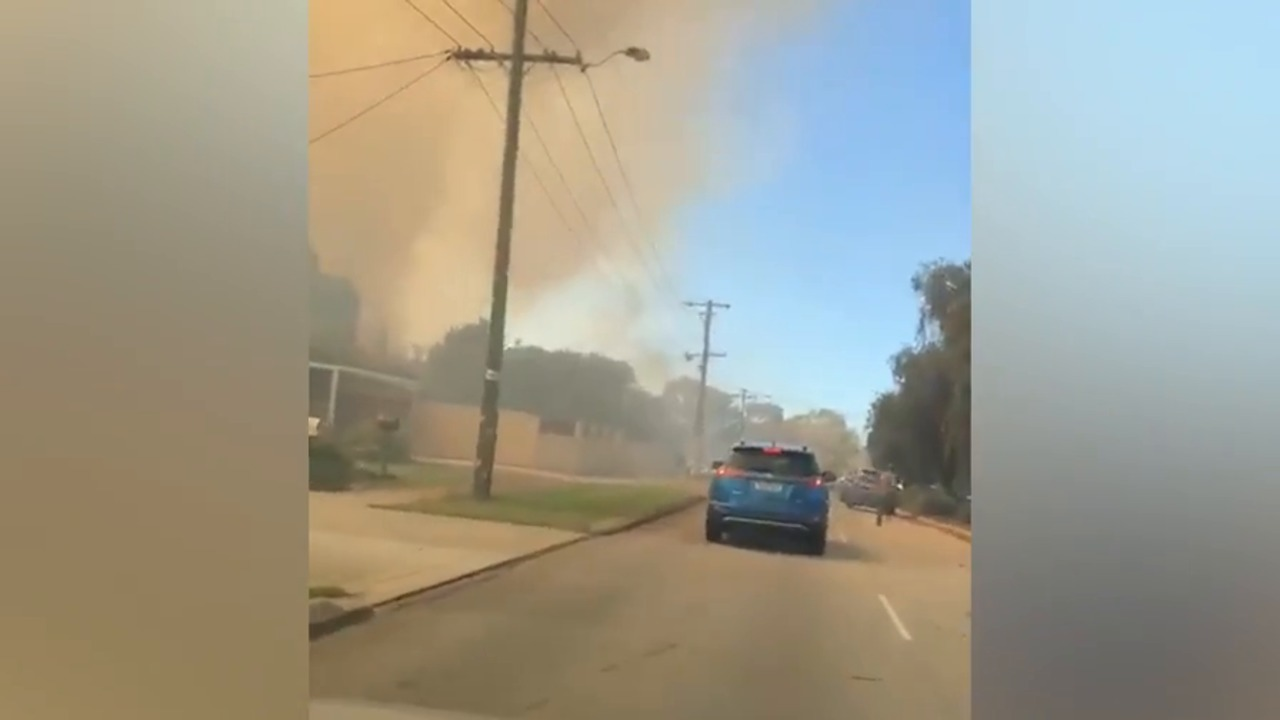 WATCH: An advice warning is in place after a fire broke out near Cannington. Source: Daniel Hawkett, Mel Hammer.