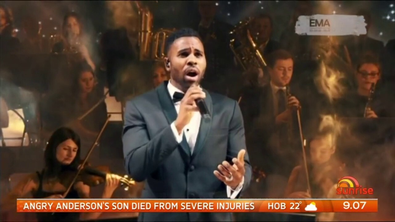 Watch Jason Derulo belt out 'Time to say goodbye' at the European Music Awards