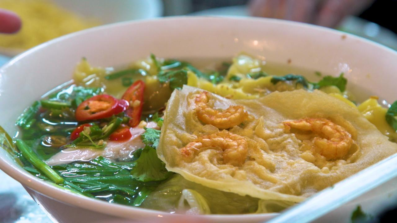 Have you tried these un-pho-gettable hot spots?🍜🍲 #huh?