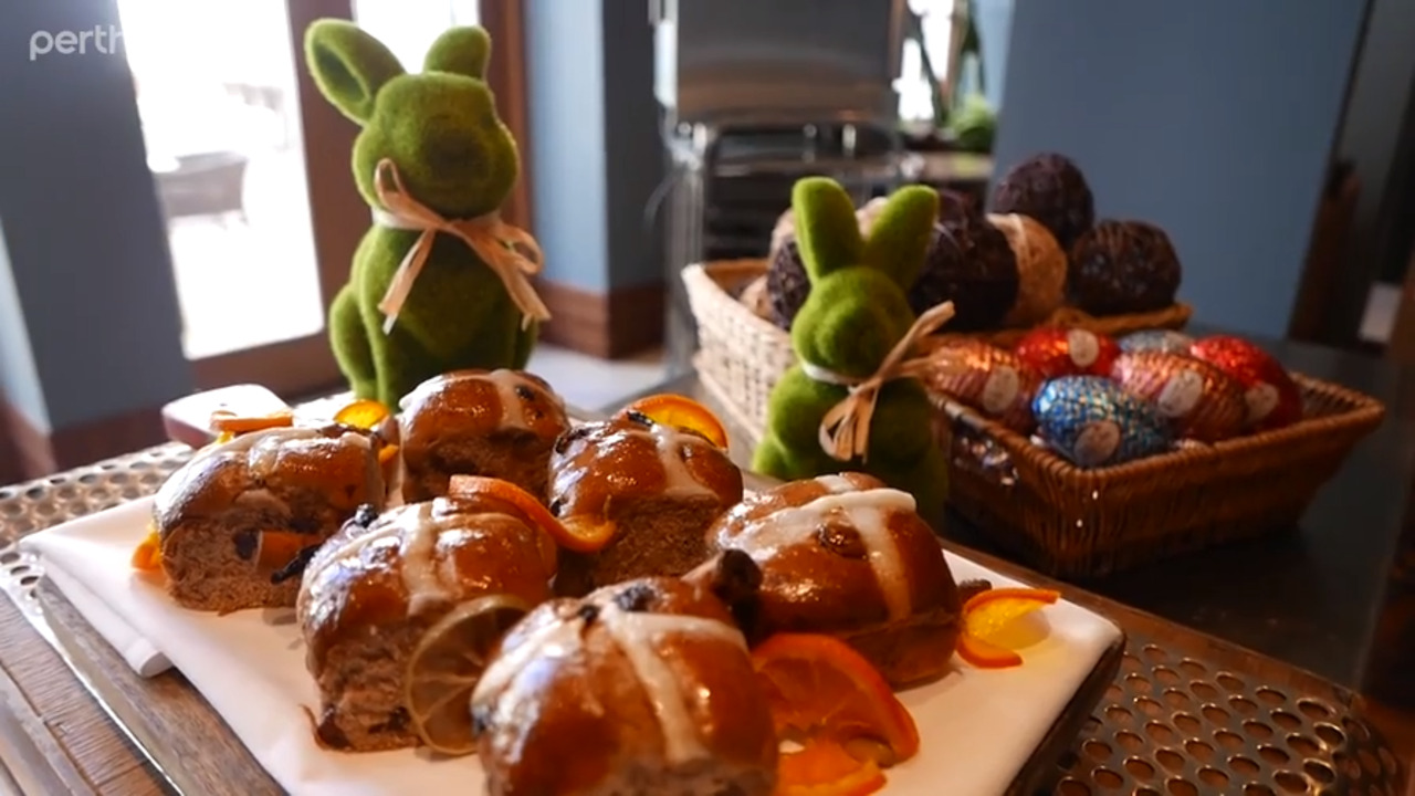 Want to try your hand at making hot cross buns? Pan Pacific Perth's executive chef Matt Lonne shows us how to make your own easy, delicious Easter treats.