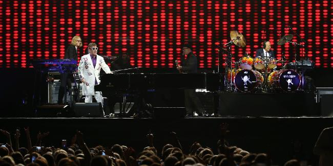 Elton John returns to North Queensland for performance next year