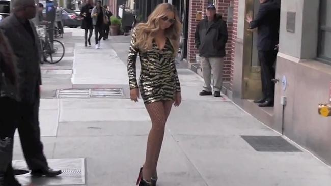 1659eafd364 Mariah Carey falls over in high heels on the red carpet