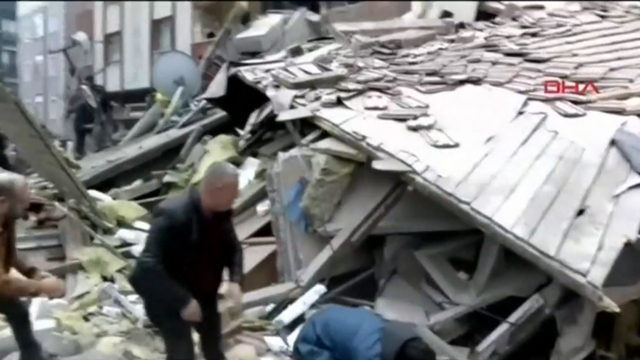 'Thirty trapped' in rubble of collapsed Istanbul apartment block