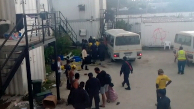 Manus activists cut from Kirribilli gates