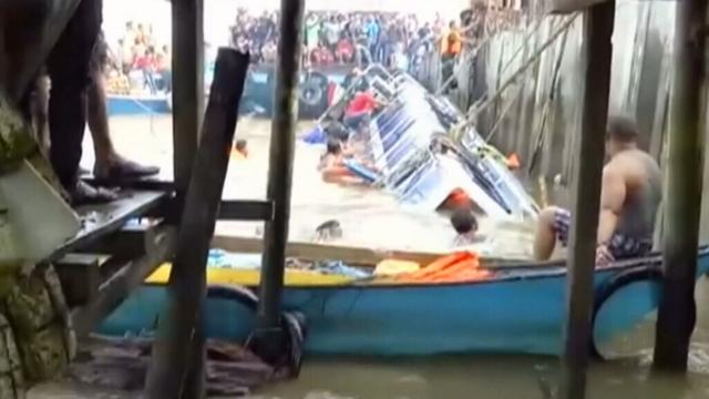 Indonesia boat capsizes leaving 8 dead, 13 missing