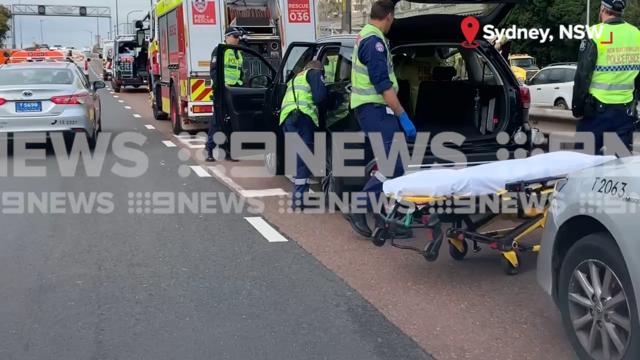 Traffic accident Sydney Harbour Bridge: Delays after bus and car