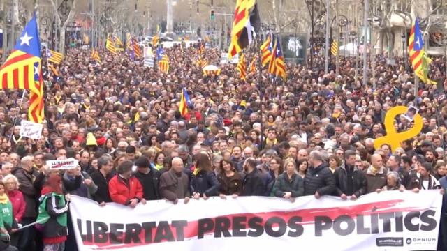 Huge rally in Barcelona to demand jailed separatists go free