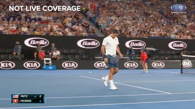 Federer breezes through first set
